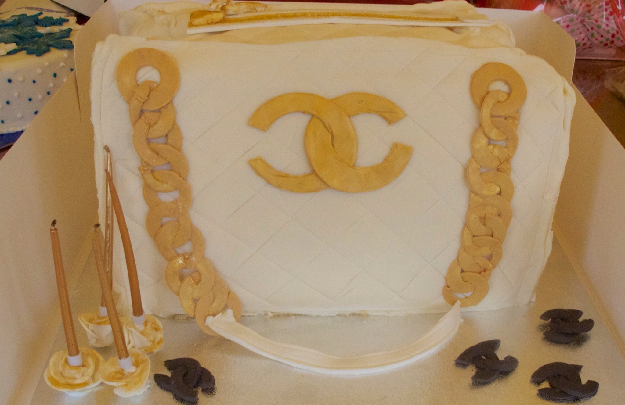 Cake Decorating Course Great Yarmouth : Chanel cake vannillarock