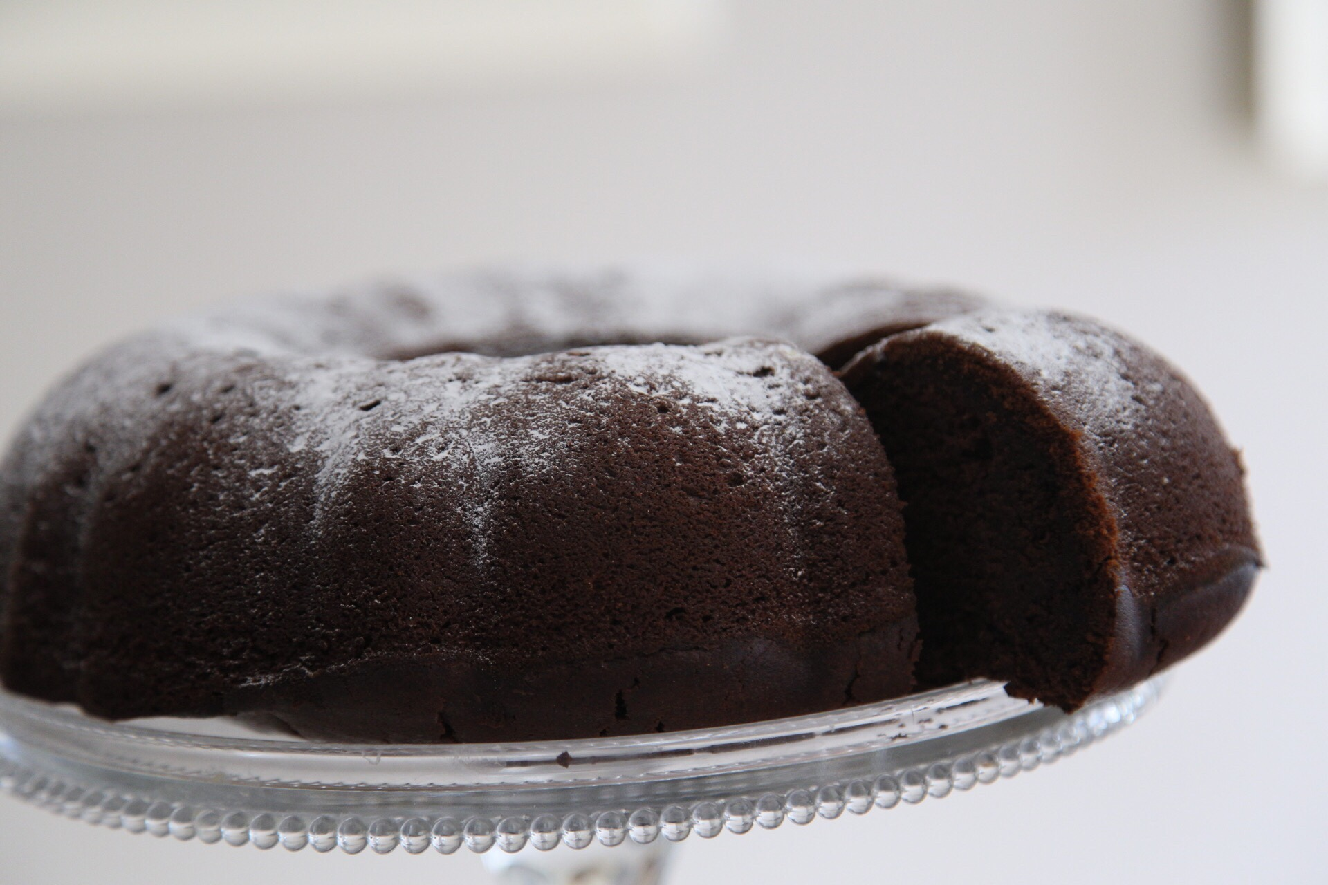 Chocolate and sour cream cake – a match made in heaven | vannillarock