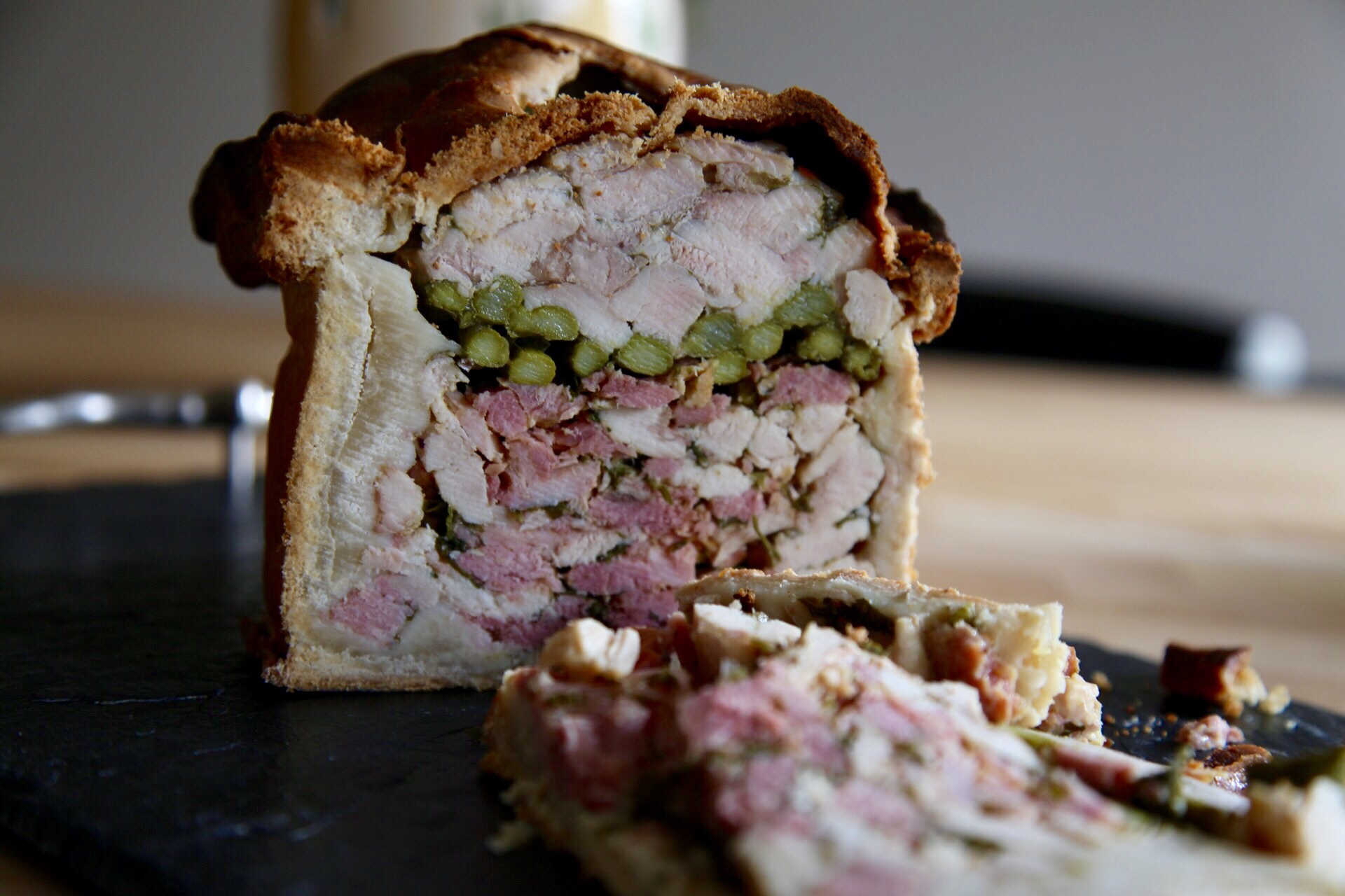 Hot Water Crust Pastry Hand Raised Chicken and Ham Pie Recipe foto